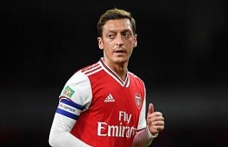 Mesut Özil, PES'in Çin'deki sürümlerinden...