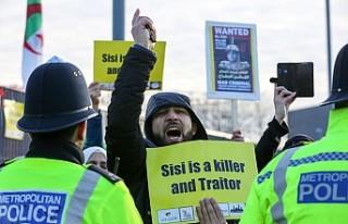 Abdulfettah es-Sisi'ye Londra'da protesto