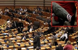 Avrupa Parlamentosu'ndaki Brexit mesaisine çoraplar...
