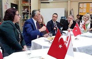 Çavuşoğlu, Türk Okullarında Dert Dinledi