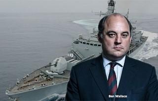 İngiliz donanmasına ait iki gemi, Hürmüz Boğazı...