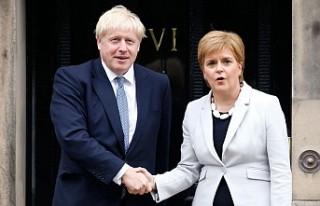 İskoç hükümeti referandumda ısrarlı