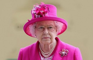 Kraliçe'yle Çalışmak İsteyen Ölü Sineği...