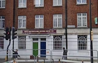 Londra'da bir caminin yakınlarında İslam karşıtı...