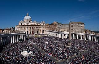 Vatikan dışişlerinin iki numarasına bir kadın...