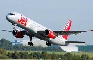 Uçağın kapısını açmaya çalışan İngiliz...