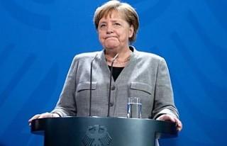 Merkel'in partisinde liderlik krizi