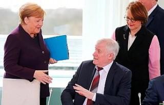 Almanya İçişleri Bakanı, koronavirüs nedeniyle...