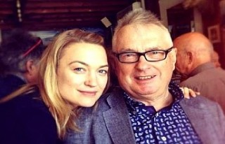 İngiliz aktris Peter Myles, babasını koronavirüsten...