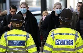 İngiltere'de Polise Koronavirüslü Hastayı...