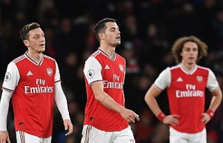 Arsenal'da futbolcular ve teknik heyete maaş...