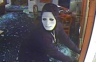 İngiltere'de Hastaneden Maske Çalan Hırsız...