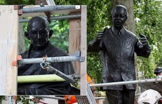 Aşırı Sağcı Gösteri Öncesi Gandhi ve Mandela...