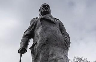 Londra'daki Churchill'in Heykeli Özgürlüğüne...