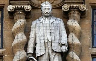 Oxford'da Sömürgeci Cecil John Rhodes Heykeline...