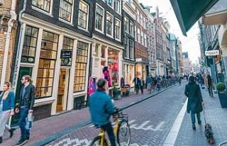 Amsterdam'ın ünlü sokağı koronavirüs tedbirleriyle...