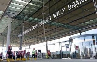 Berlin-Brandenburg Havalimanı'nın açılışı...