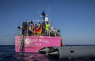 Banksy'nin finanse ettiği yardım gemisi Akdeniz'de...