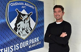 Harry Kewell, Oldham Athletic'in teknik direktörü...