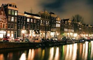 Hollanda'da koronavirüs kısıtlamaları geldi