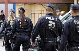 Irkçı paylaşımlarda bulunan 29 polis görevden...