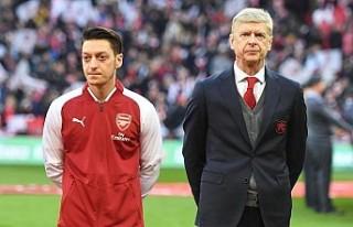 Arsene Wenger: Mesut Özil'in oynatılmaması...