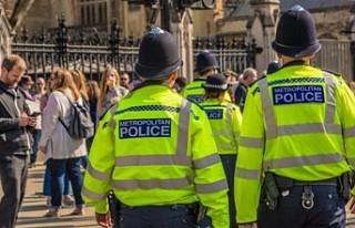 İngiltere'de Gizli Polise 'Cinsel İlişki'...