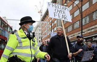 Koronavirüs Önlemleri Londra'da Protesto Edildi