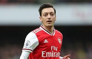 Mesut Özil, Arsenal'ın Avrupa Kadrosunda Yok