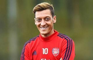 Mesut Özil, işten çıkarılan maskotunun maaşını...