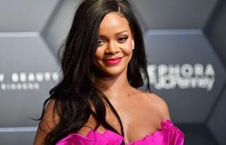 Rihanna Forbes'un zengin kadınlar listesine...