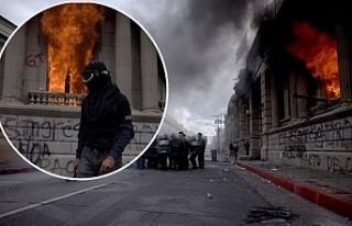 Kongre Binasını Ateşe Verdiler