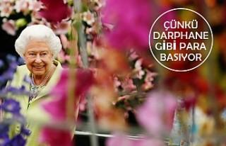 Kraliçe Elizabeth, Saray'ın Bahçesini Ziyarete...