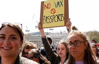 Önlem Karşıtları Londra'da Yasaklara Karşı...