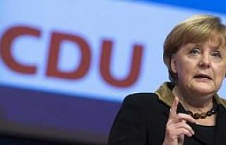 Anketler Angela Merkel'i gösteriyor