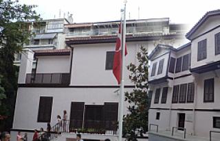 Atatürk Evi yeni haliyle yarın açılıyor