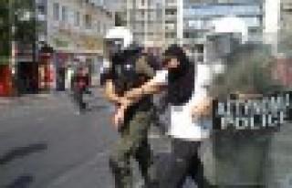 Atina'da hükümete olaylı protesto