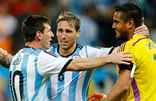 Hollanda'yı penaltılarla geçen Arjantin finalde