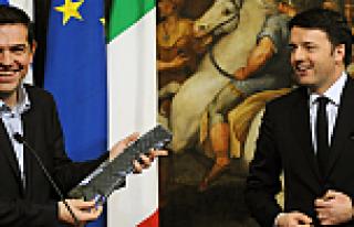 İtalya Başbakanı Çipras'a kravat hediye etti