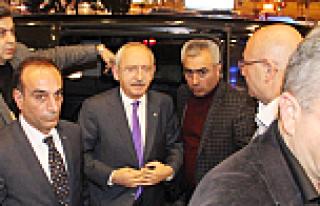 Kemal Kılıçdaroğlu ve yardımcıları araçta...