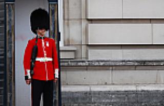 Kraliçe'nin nöbetçi askeri şaşırttı