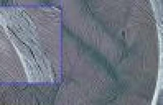 Satürn'ün uydusunda derin ve gizemli kanallar!
