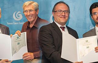 Türkçenin yetişkin öğrencileri sertifika aldı