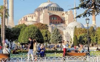 Türkiye 8 ayda 31 milyonu aşkın yabancı ziyaretçi ağırladı