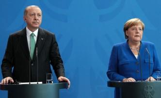 Erdoğan, Şansölye'den 'Ajan' Can Dündar'ı istedi