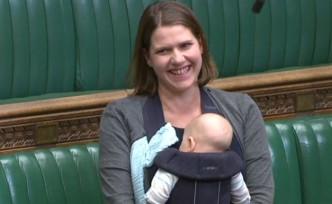İngiltere'de ilk kez bir milletvekili parlamento oturumuna bebeğiyle katıldı