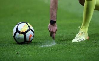 İngiltere'de maçlar 4 Nisan'a kadar ertelendi