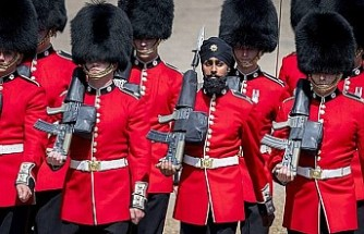 İngiltere'de türbanla törene katılan muhafızı ordudan atılabilir