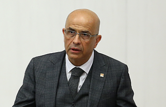 CHP İstanbul Milletvekili Enis Berberoğlu, yemin etti