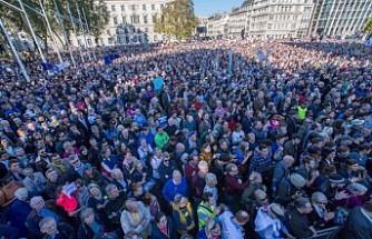 Yüzbinlerce İngiliz yeni bir referandum talebiyle sokaklarda
